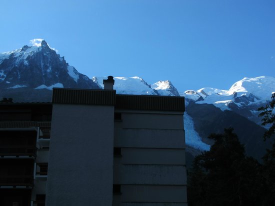Le Vert Hotel: Zimmer zur Straße mit Aussicht auf Mont Blanc und Vorbauten