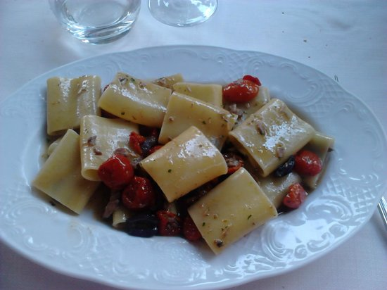 Osteria del Velodromo Vecchio : pacheri with fresh tuna, olives and fresh cherry tomatoes