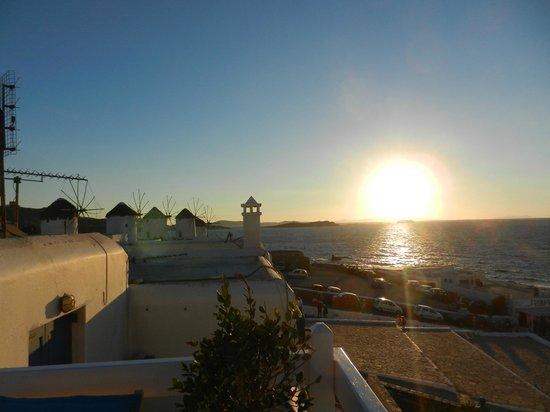 Marietta's Apartments & Studios: Shared deck at sunset at the Windmills