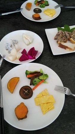 Taiwan Juhu Farmstay : Simple, but really nice breakfast.
