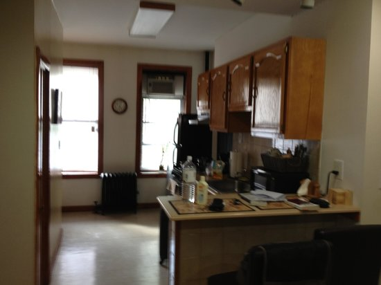 Upper Yorkville Suites : Kitchen area