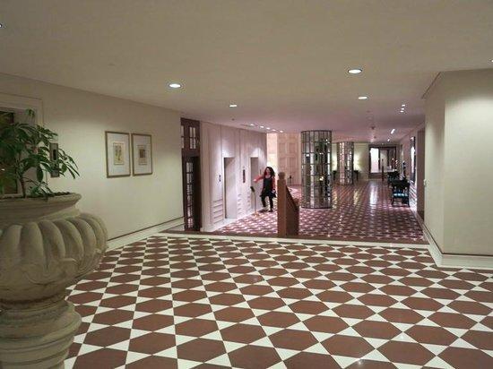 The Oberoi Amarvilas: First floor corridor