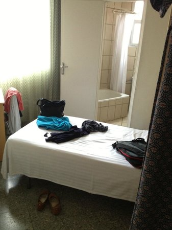 Hotel Climent: bedroom