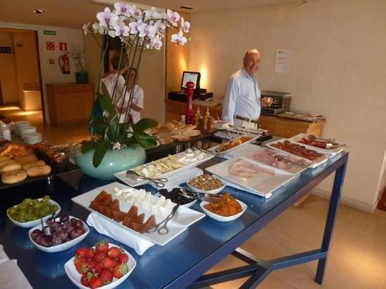 Club Maritimo de Sotogrande: Desayuno muy completo