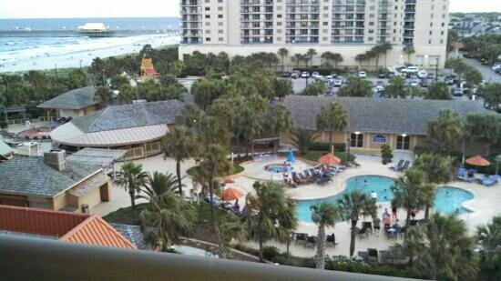 Embassy Suites by Hilton Myrtle Beach-Oceanfront Resort : waterpark area...view from 5th floor.