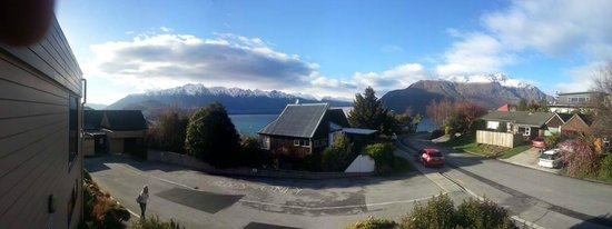 Tanoa Aspen Hotel Queenstown: View from balcony outside the room.