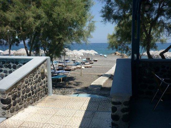 Okeanis Beach Hotel: Дорога к пляжу