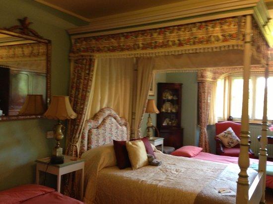 Lullington House: room