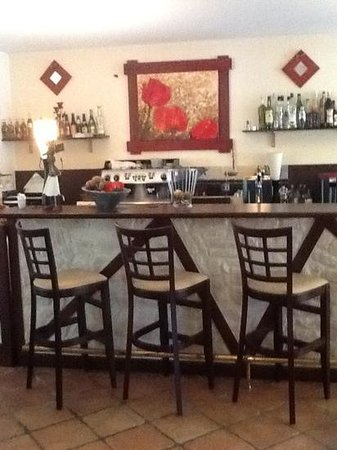 Domaine de l'Hostreiere: bar area with red poppy decor