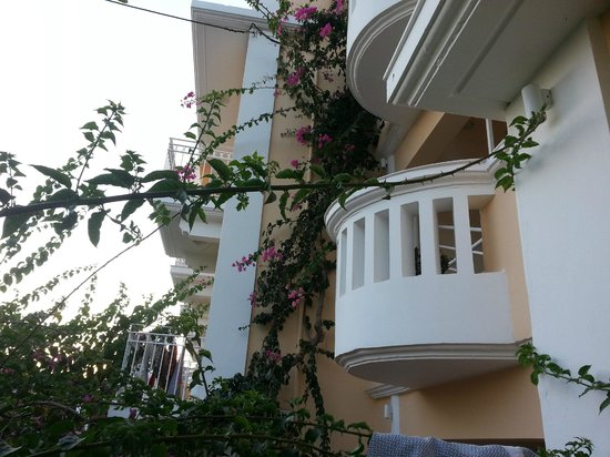 Hotel Porto Plakias: balkonger i andre etasje på hotellet