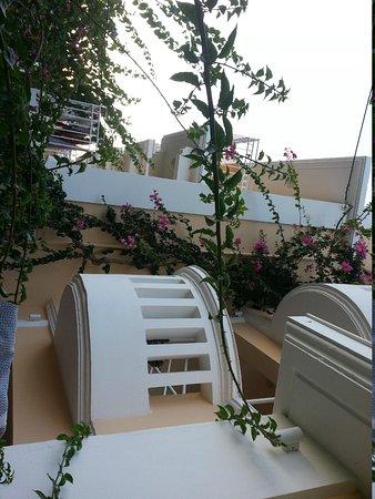 Hotel Porto Plakias : balkonger i andre etasje på hotellet