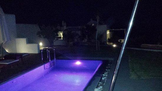 Anema Residence: Piscina notturna Livas