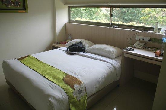 Grandmas Seminyak Hotel: king koil bed