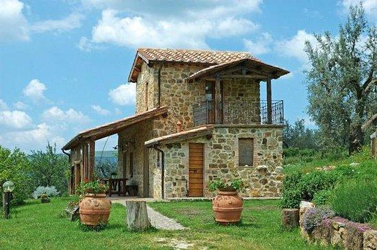 Agriturismo casa fibbianello semproniano italien for Agriturismo asiago con piscina