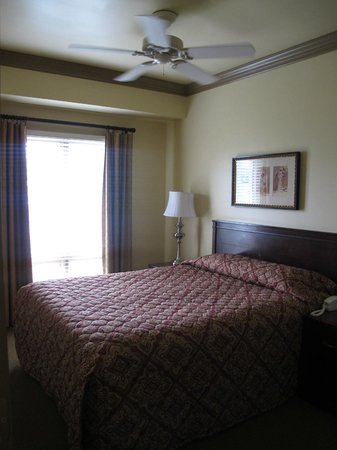 WorldMark Seattle at The Camlin : Bed inside the room