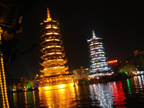 Yangshuo Historic Landscape Park : Guilin - Night River Cruise