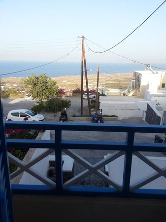 Kafieris Apartments On The Cliff: room views, parking and the wrong sea (not caldera)