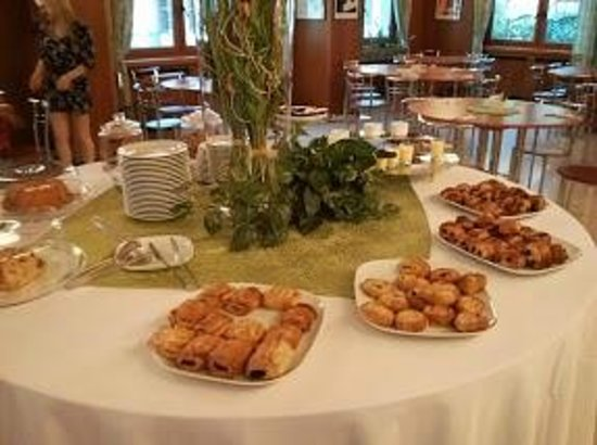 Hotel Napoleon: Breakfast buffet