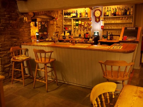 The Hunters Moon Inn: The Bar