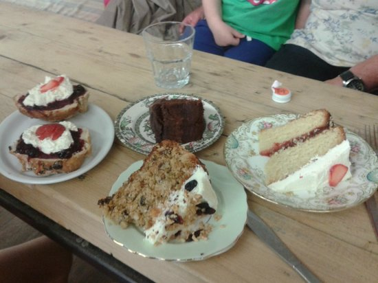 Noa Bakehouse: Great cakes and scones