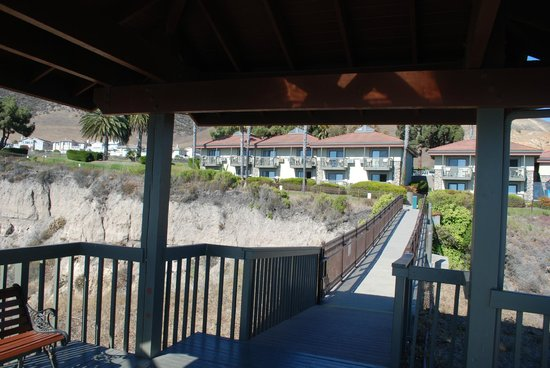 The Inn at the Cove: Looking up from gazebo