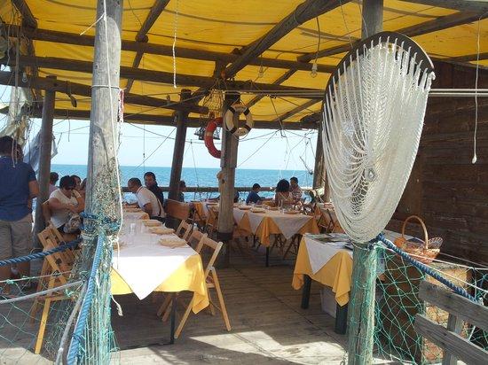 Trabocco Sasso Della Cajana: gezellige tafels