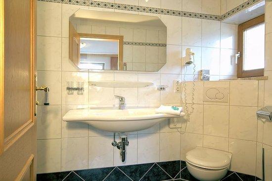 Aktiv & Wellnesshotel Reissenlehen: Suite Badezimmer