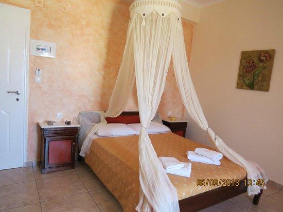 Alizea Villas & Suites : Habitación desde la ventana