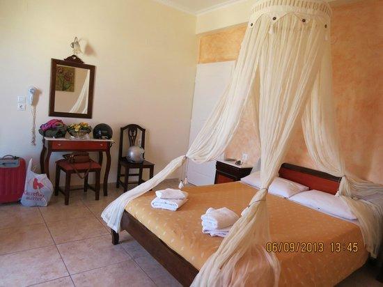 Alizea Villas & Suites : Habitación desde el baño