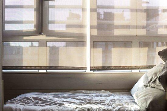Eric Vokel Boutique Apartments - Gran Via Suites : Hotel room window day bed!