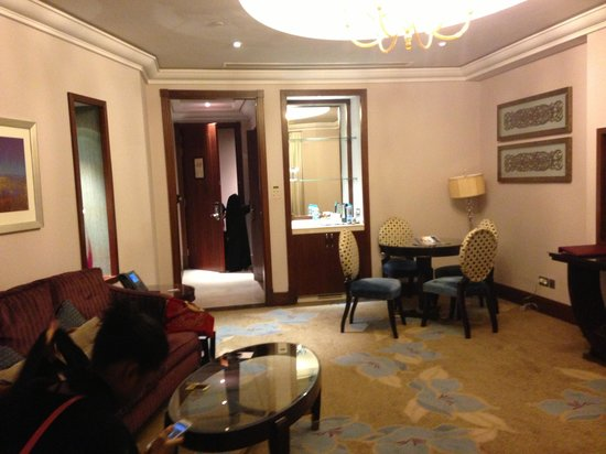Raffles Makkah Palace: Setting room