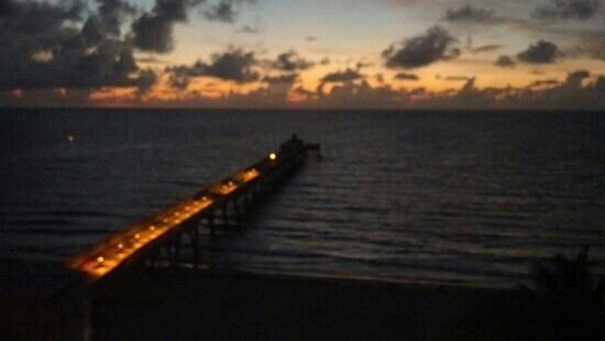 Wyndham Deerfield Beach Resort: Sunrise view from 7th floor room.