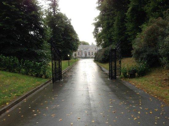 Bellingham Castle: Driveway