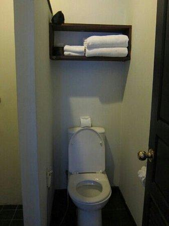 Cafe de Laos Inn : bathroom