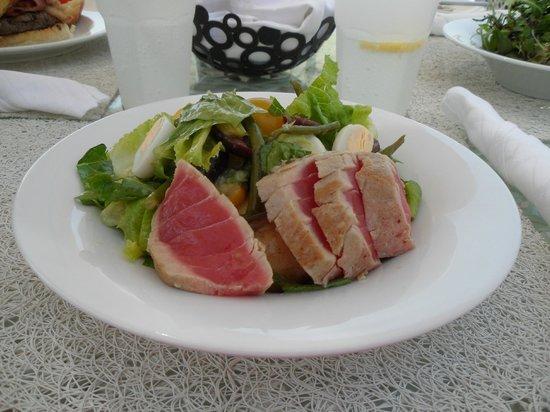 Fairmont Bab Al Bahr: Salat an der Strandbar