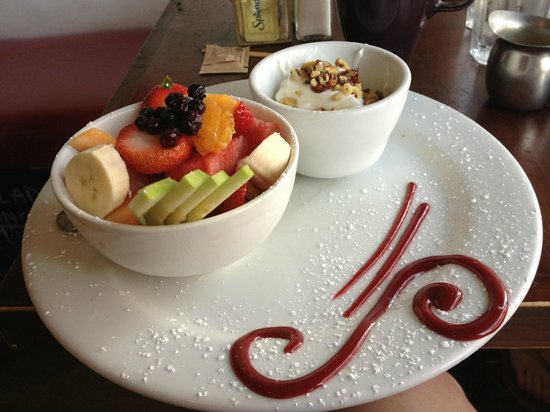 Coffee Cup : Yoghurt, walnuts and fruit bowl