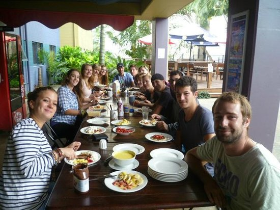 Nomads Cairns Backpackers and Serpent Bar: Aufenthaltsbereich/ Essbereich :) super Zeit!!!! :))))