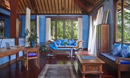 Pelangi Estate: Master suite