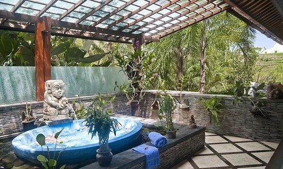 Pelangi Estate: Bathroom of master suite