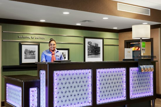 Hampton Inn Belton / Kansas City area: Front Desk
