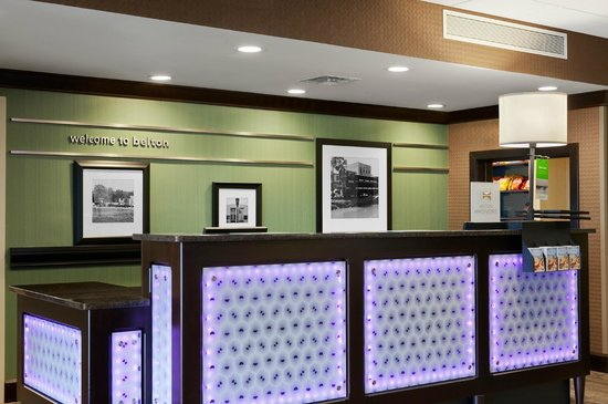 Hampton Inn Belton / Kansas City area: Front Desk 2