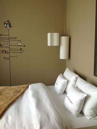 25hours Hotel Zurich West: cute pictures and design in every room