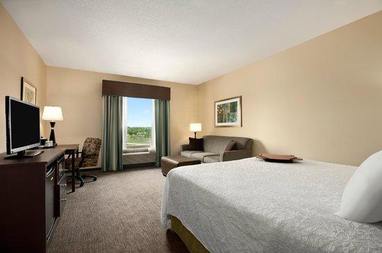 Hampton Inn Belton / Kansas City area: King Study Room