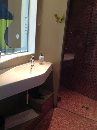25hours Hotel Zurich West: you can wash your hands while watching TV as it is seperated by a tinted glass