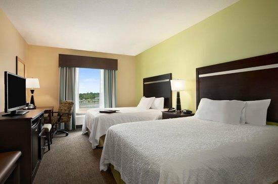Hampton Inn Belton / Kansas City area: Standard Queen Room