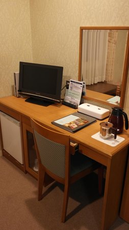 Hotel Crown Palaice Aomori: Opposite end to the beds