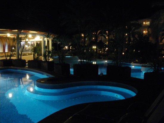Prinsotel La Dorada: La piscina de noche