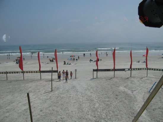 Ocean Deck Restaurant & Beach Club: Great beach view from where we sat.
