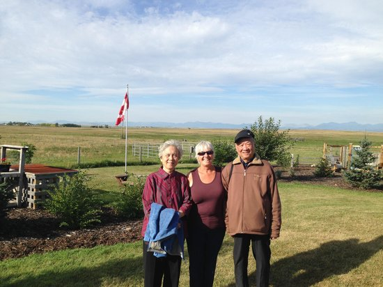 Highwood Views B&B: My parents with Colleen