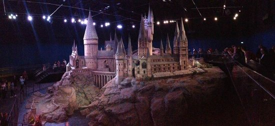 The Wizarding World of Harry Potter: Hogwarts Model